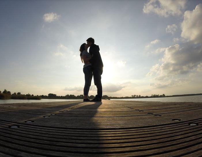 [恋愛お悩み相談室]結婚しているのに、運命の人に出会ってしまいました
