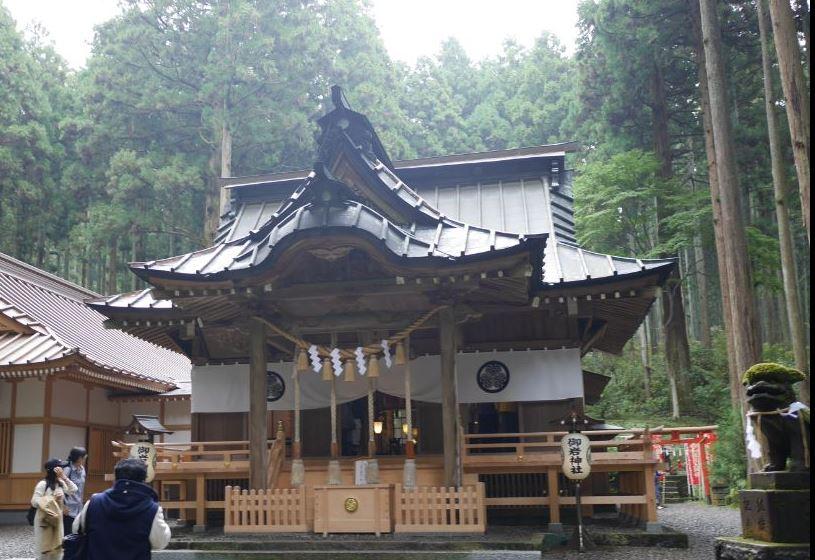 """宇宙から""""光の柱""""が見えた神社(御岩神社)"""