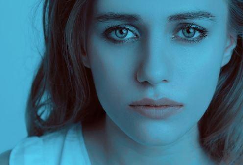 悲しみや寂しさは、 人を誤作動させるから